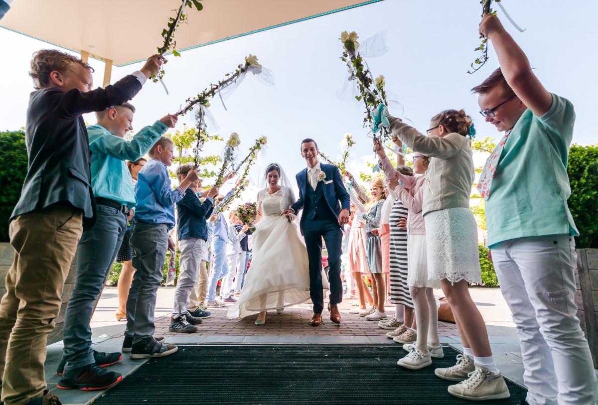Aankomst bruidspaar in De Til