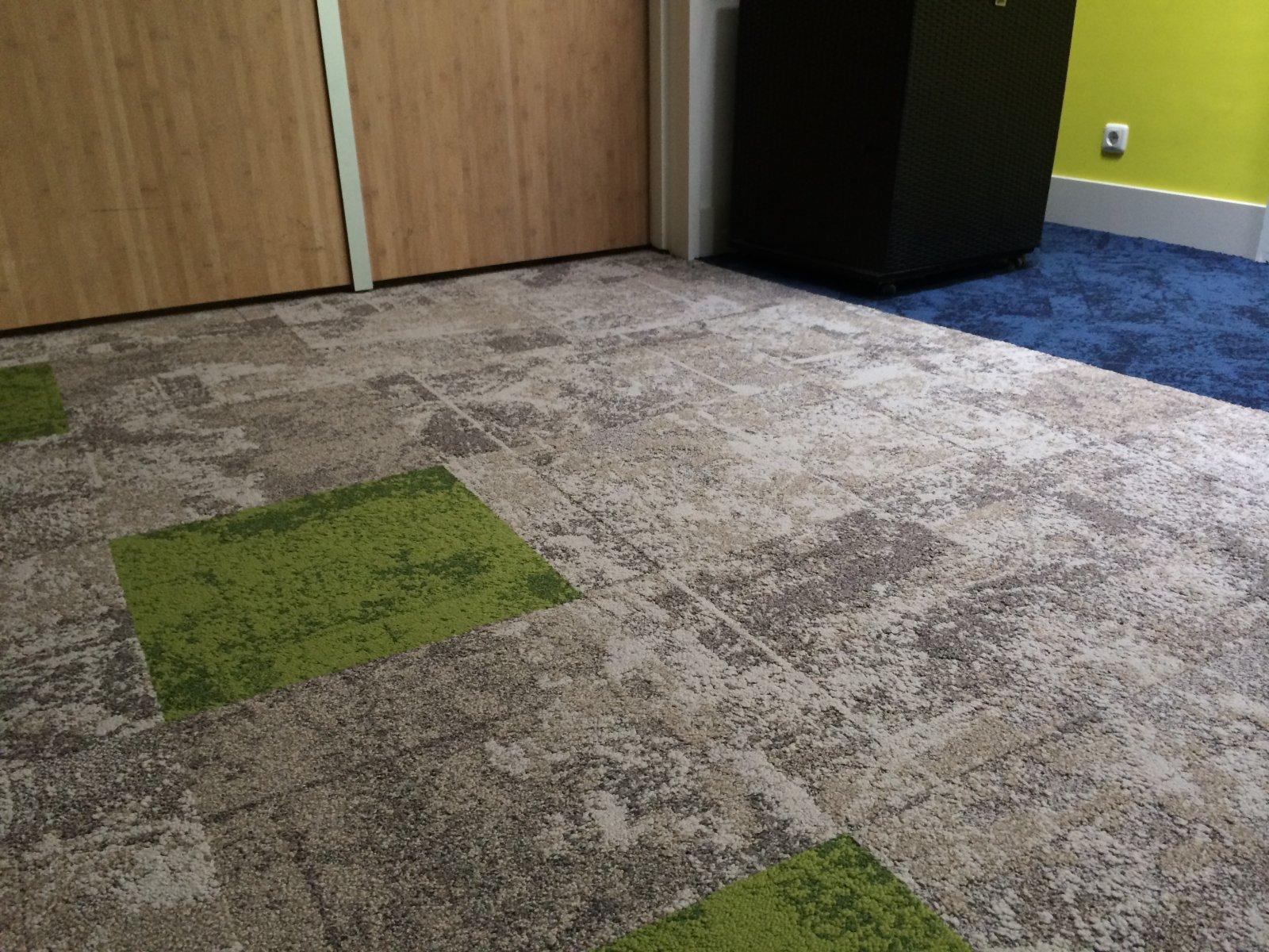 De tapijttegels van de til een ontwerp met een filosofie op basis van duurzaamheid de til - Tapijt tegel metro ...